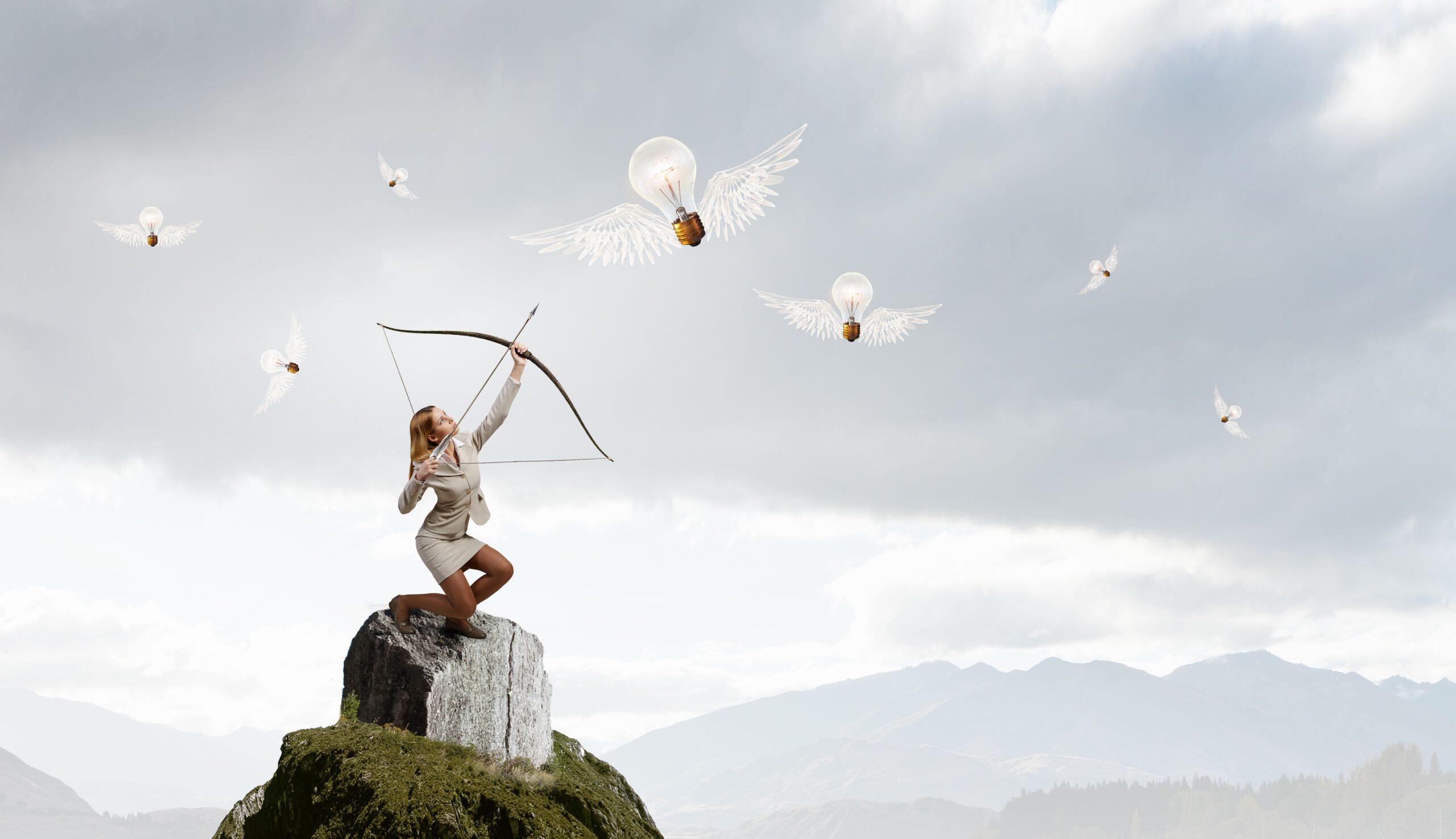 shutterstock_393715801 jonge vrouw schiet ideeen uit de lucht